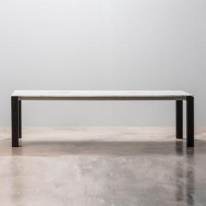 ambiente Mesa Extra Andreu World sobre roble patas aluminio marrón