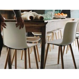 ambiente sillas Hal Wood Vitra