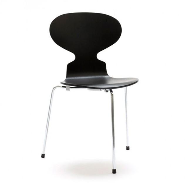 Silla Ant de Fritz Hansen diseñada por Jacobsen en Fresno teñido