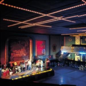 Lámpara La Colilla Santa & Cole sala de fiestas