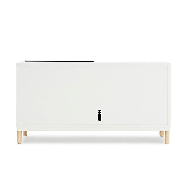 parte de atrás Aparador Kabino Sideboard color blanco de Normann Copenhagen.