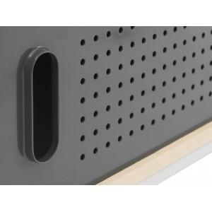 Detalle forma de apertura del Aparador Kabino Sideboard color gris de Normann Copenhagen.