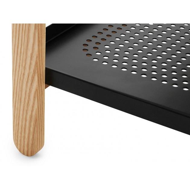 Detalle acabado pata madera del Zapatero Sko Shoe Rack color negro.