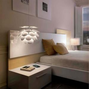 dormitorio con lámpara suspensión Discocó 35 Marset blanca