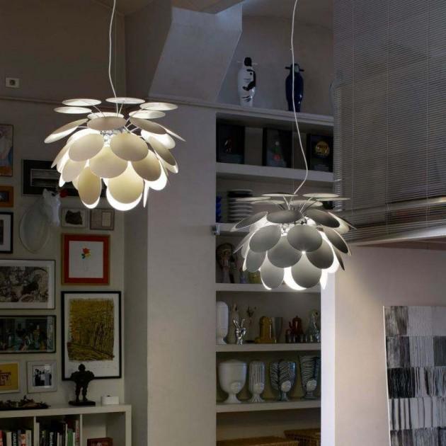 salón con lámparas Discocó 35 Marset