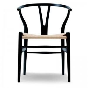 Silla Wishbone CH24 de haya lacada en negro - Carl Hansen