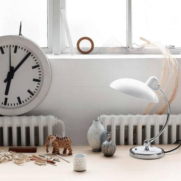 Ambiente en detalle con lámpara de mesa Kaiser Luxus de Fritz Hansen