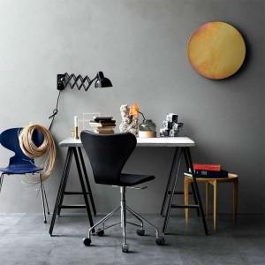 Ambiente con Lámpara Kaiser de pared color negro de Fritz Hansen