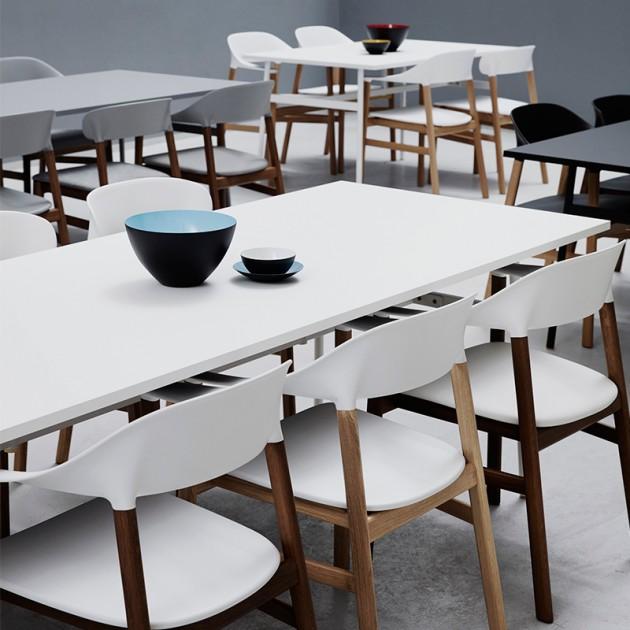 Sillas Herit color blanco con brazos de Normann Copenhagen en Moises Showroom