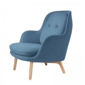 Butaca Fri azul claro de Fritz Hansen en Moises Showroom