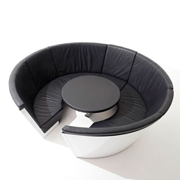 Mesa Kosmos low sillones bajos de cuero natural color negro mesa fija de Extremis disponible en Moisés Showroom