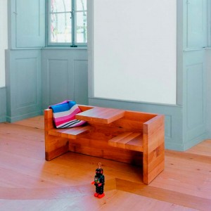 Habitación infantil con Mesa-banco Tafel en roble aceitado de E15. Disponible en Moisés showroom