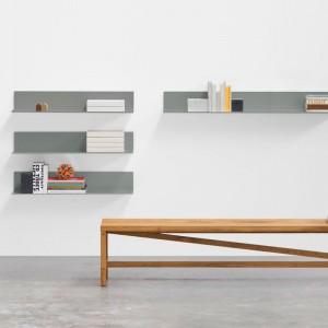 Banco Sitz en madera de roble encerado de e15 ambiente interior. Disponible en Moisés showroom
