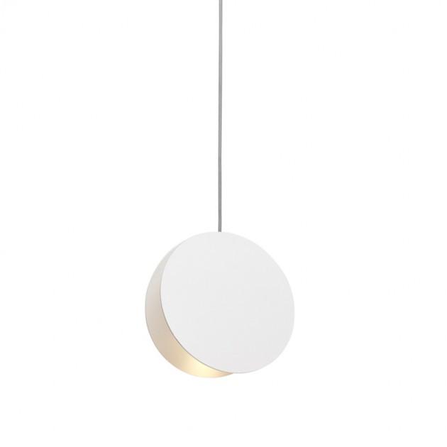 Lámpara de suspensión North diámetro 23 cms color signal white de E15. Disponible en Moisés showroom