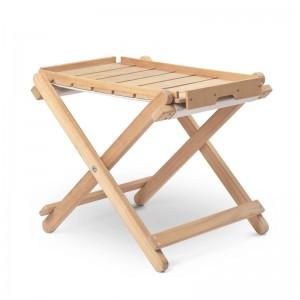 Reposapiés BM5768 con bandeja madera teca de Carl Hansen. Disponible en Moisés showroom