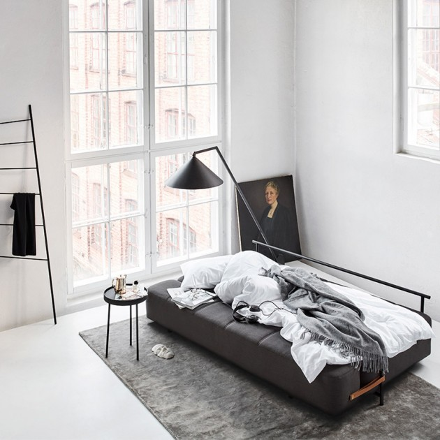 Estudio con sofá cama Daybe de Northern color gris creado por Chris Tonnensen. Disponible en Moisés showroom