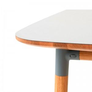 detalle esquina Mesa cuadrada Form de roble tablero blanco de Normann Copenhagen