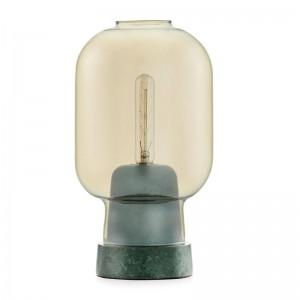 Lámpara de mesa Amp green gold de Normann Copenhagen.