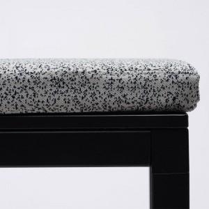 Detalle Banco Dry con cojín de Ondarreta en Moises Showroom