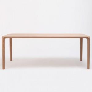 Mesa de madera de roble Silu de Ondarreta en Moises Showroom