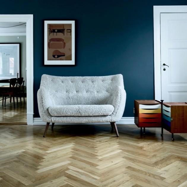 sofá y glove cabinet de Finn Juhl en Moises Showroom