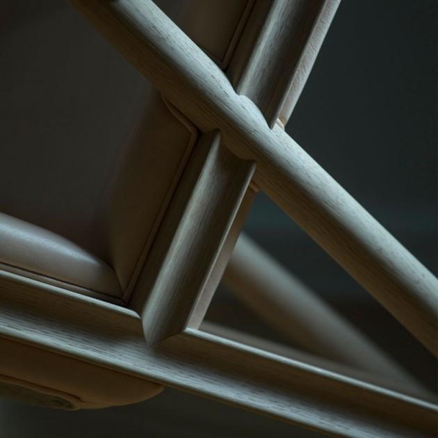 Detalle sillón Grasshopper roble de Finn Juhl en Moises Showroom