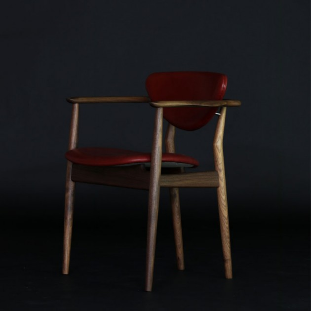 Silla 109 Chair en nogal de Finn Juhl en Moises Showroom