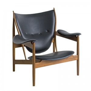 Chieftain chair de Finn Juhl tapizado piel madera nogal en Moises Showroom