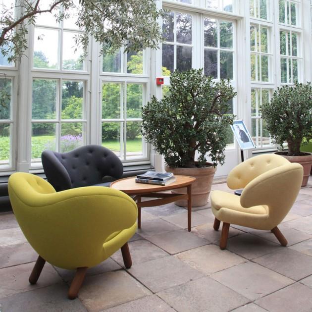 Sillónes Pelican Chair con botones de House of Finn Juhl en Moises Showroom