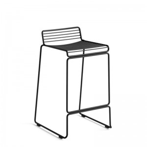 Taburete Hee Bar stool black de HAY en Moises Showroom