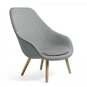 Sillón About A Lounge 92 de HAY en Moises Showroom