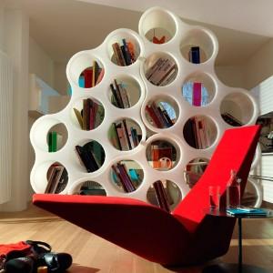 salón con estantes de pared Cloud Capellini