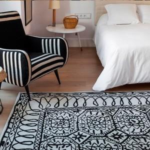 dormitorio con alfombra Estambul Nanimarquina