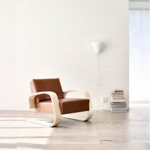 sillón 400 Tank brazo abedul lacado natural tapizado piel Artek