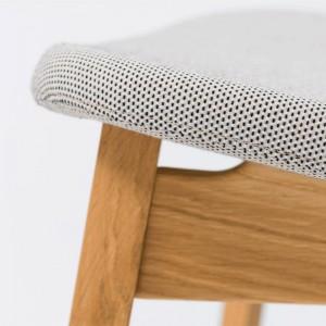 detalle asiento tapizado butaca Nonoto Lounge roble Zeitraum