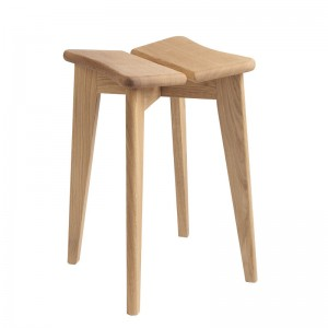 Trefle Stool oak oiled de Gubi en Moises Showroom