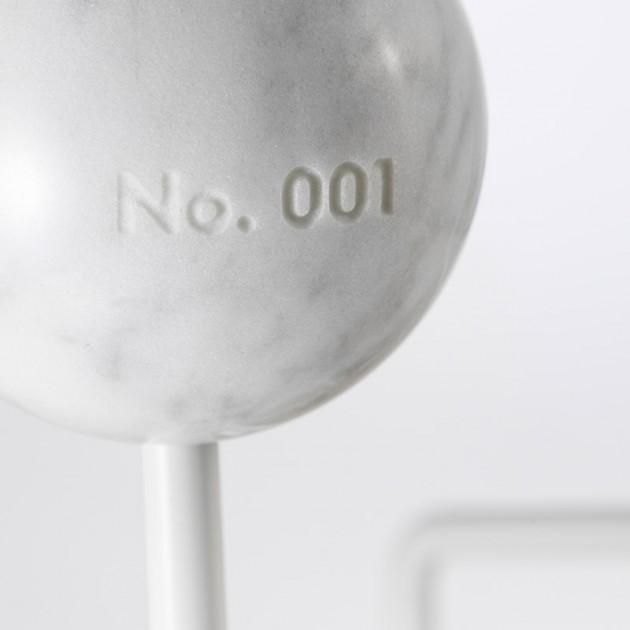 detalle colgador Hang it all marble vitra