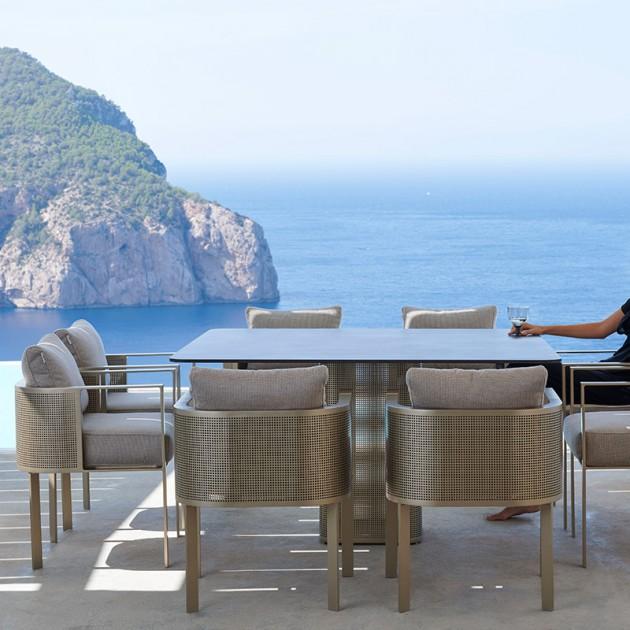 exterior con mesa comedor Solanas Gandía Blasco
