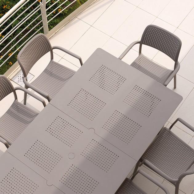 mesa Libeccio y sillas Bora Nardi color tortora