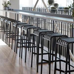 Palissade Bar Stool antrhacite HAY ambiente