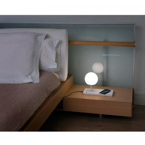 dormitorio con lámpara Niko sobremesa Faro Barcelona