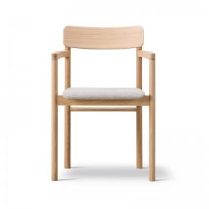 Fredericia silla Post fresno lacado asiento tapizado