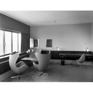 Silla Drop tapizada de Fritz Hansen en Moises Showroom 7