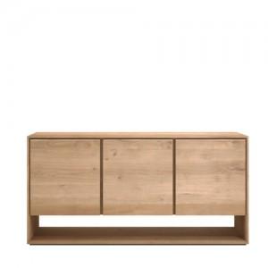 Aparador Nordic de 3 puertas abatibles fabricado en madera de roble natural sin tratar.
