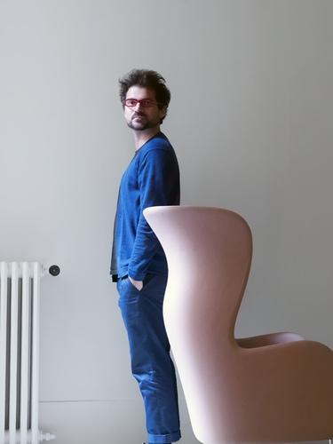 Jaime Hayon diseña la Butaca Ro para Fritz Hansen